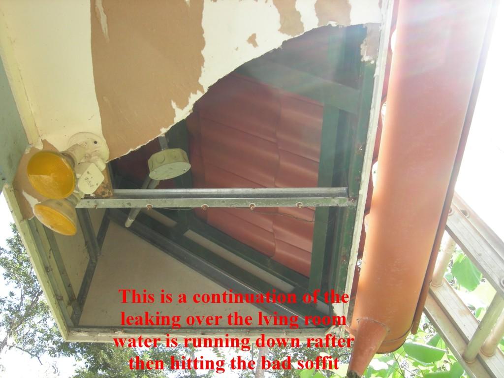 More damage from Metal Roof Installed Incorrectly - dañar desde Zinc Teja Metalco con malo instalacion, Escazu Costa Rica