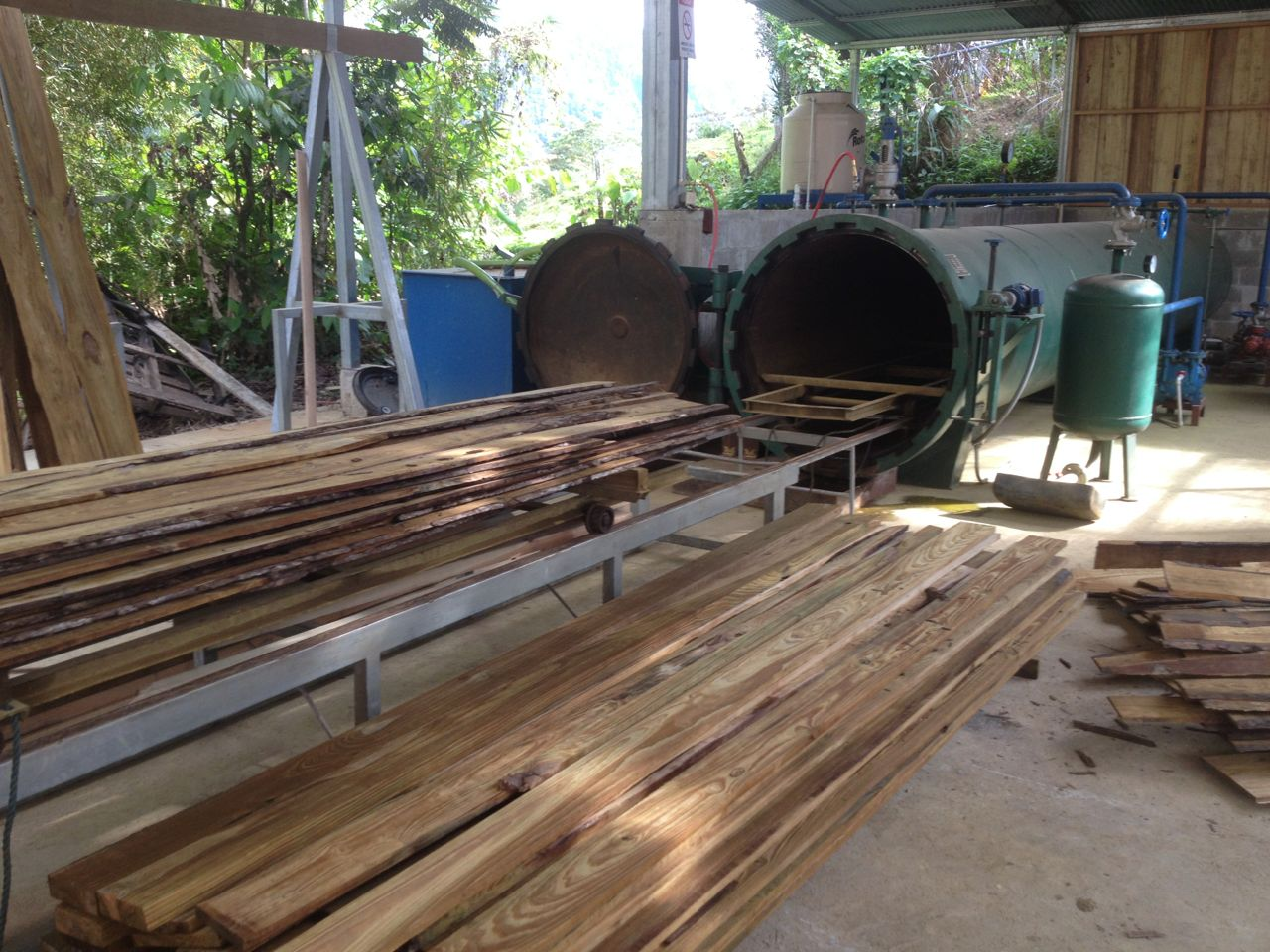 Pressure tank for pine