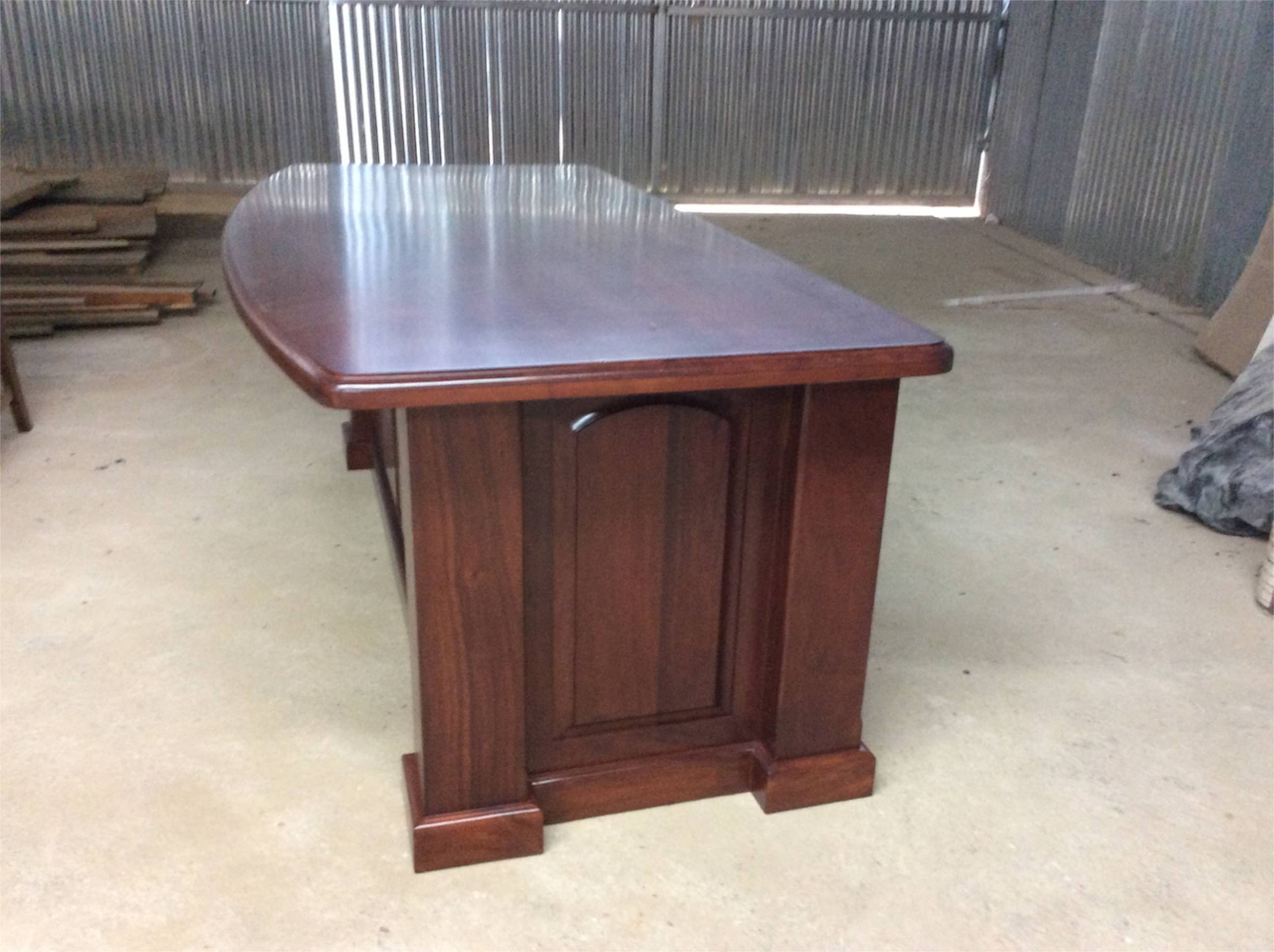 Cristobal desk 2