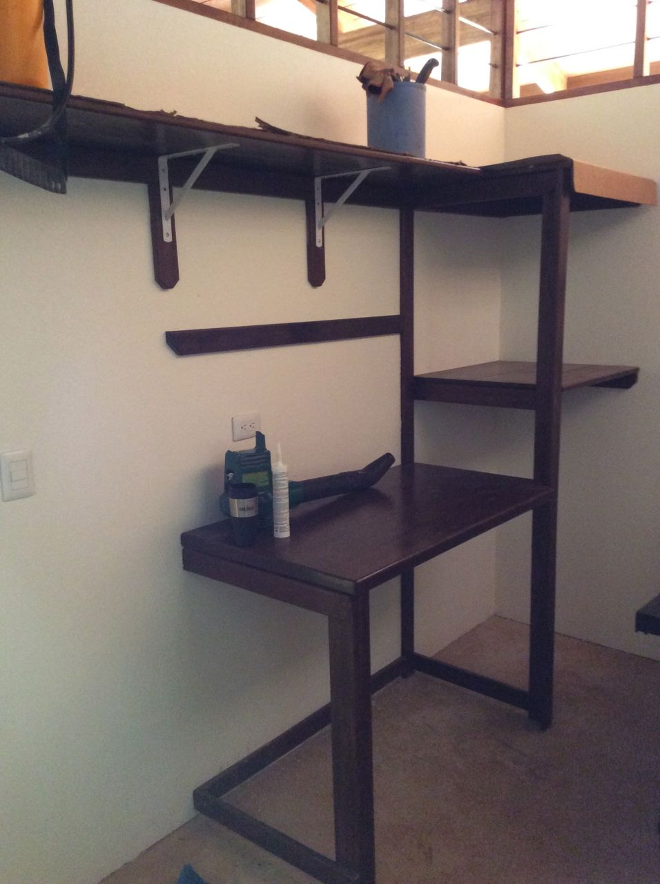 Wrok bench shelving