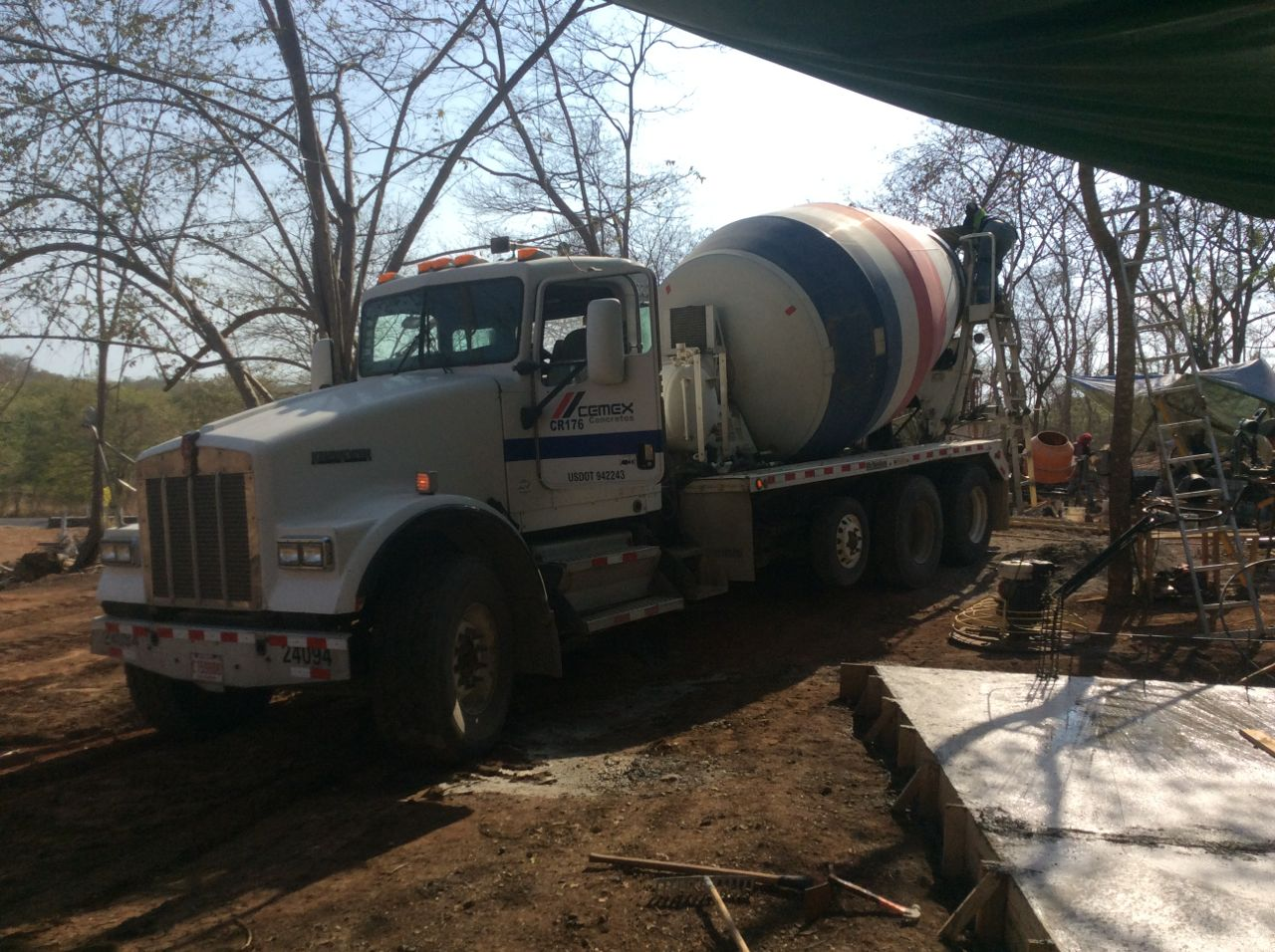 Cement truck pourig pilings