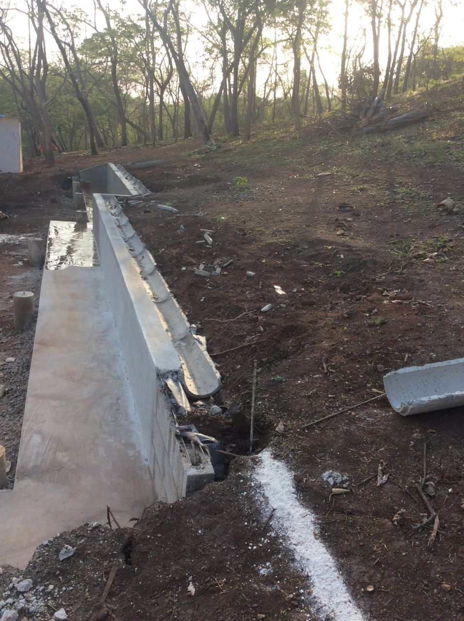 Finished retaining wall and gutter