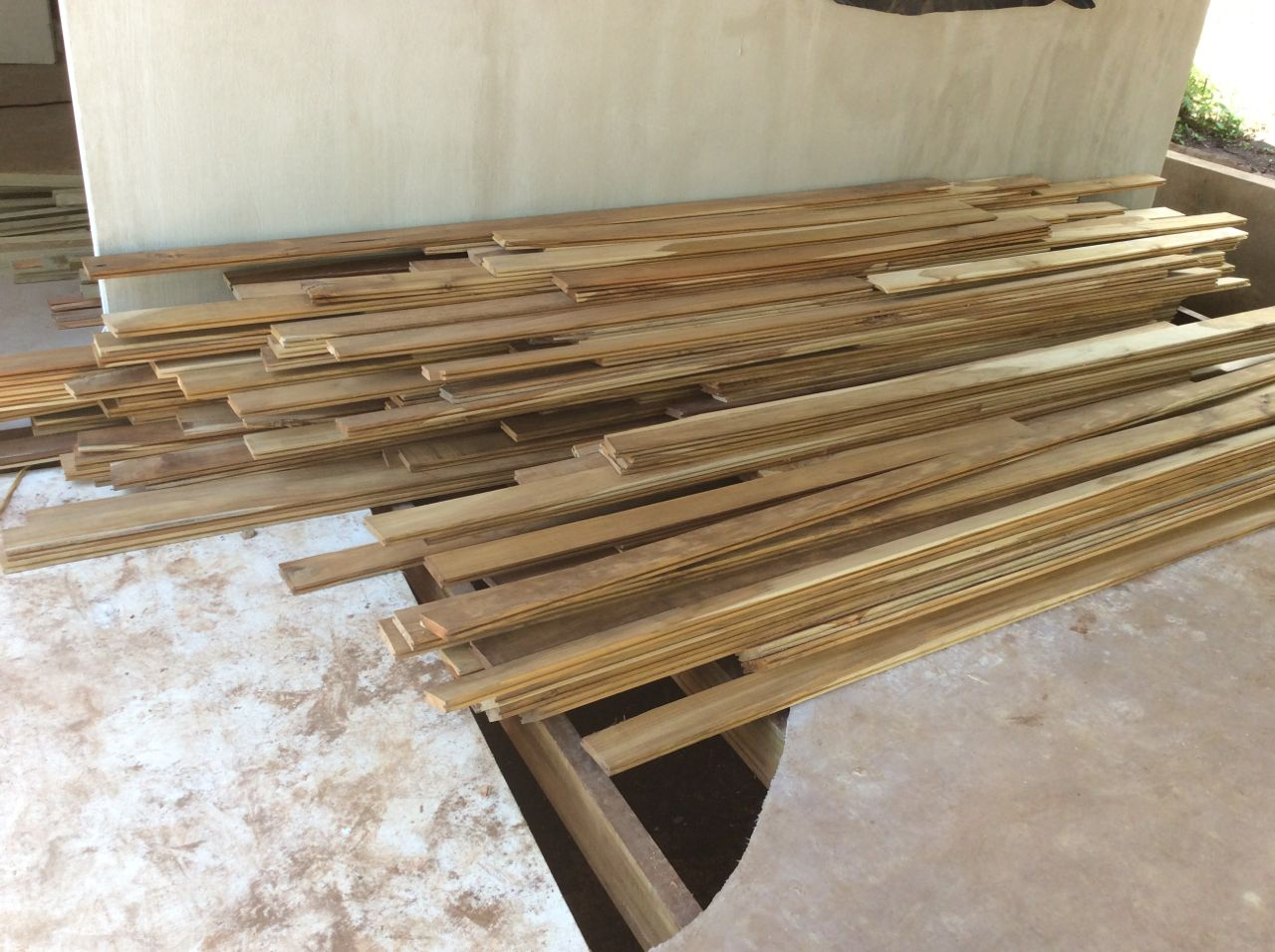 Deck teak with clips