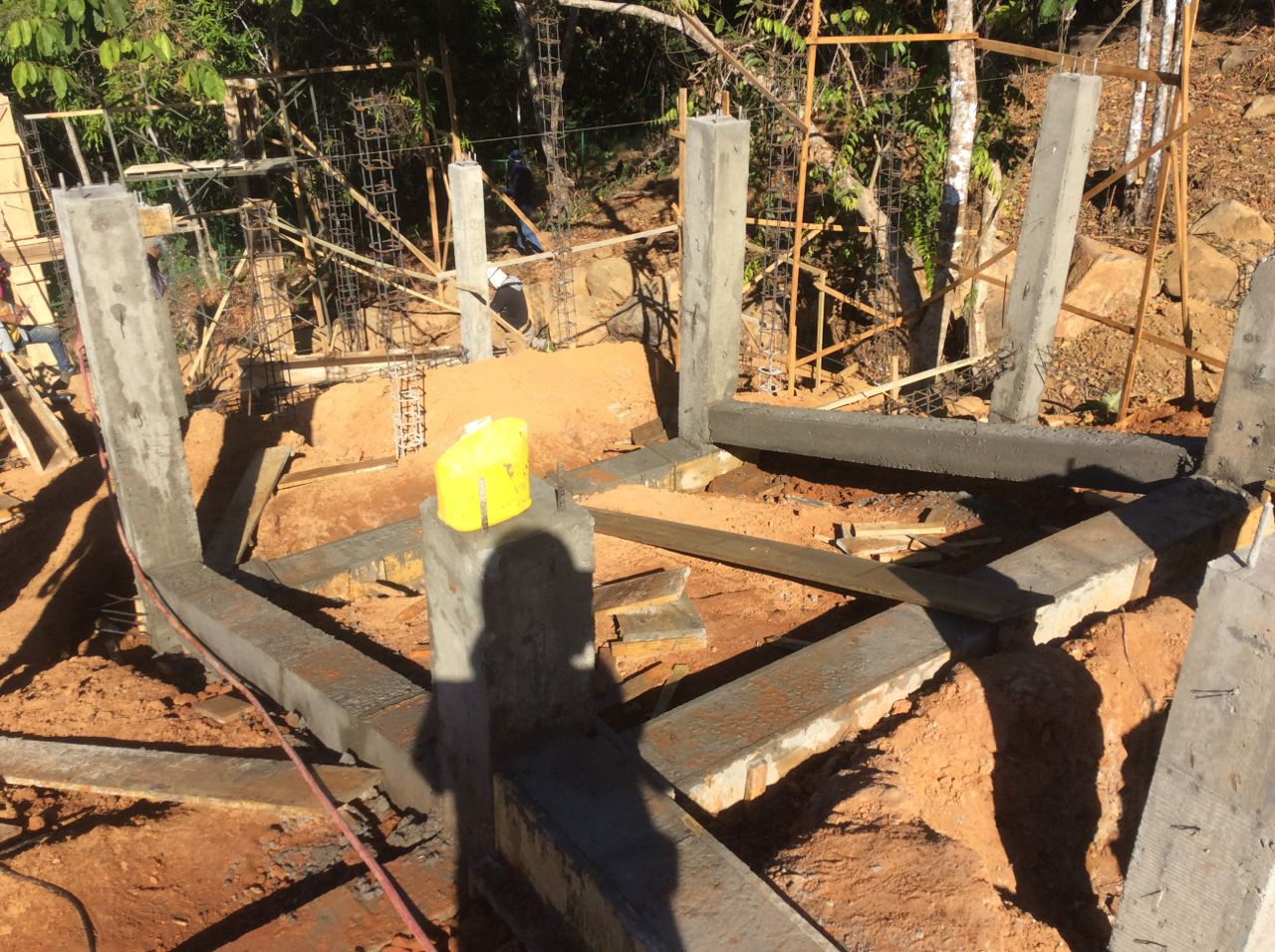 Lower tie beams pour to main