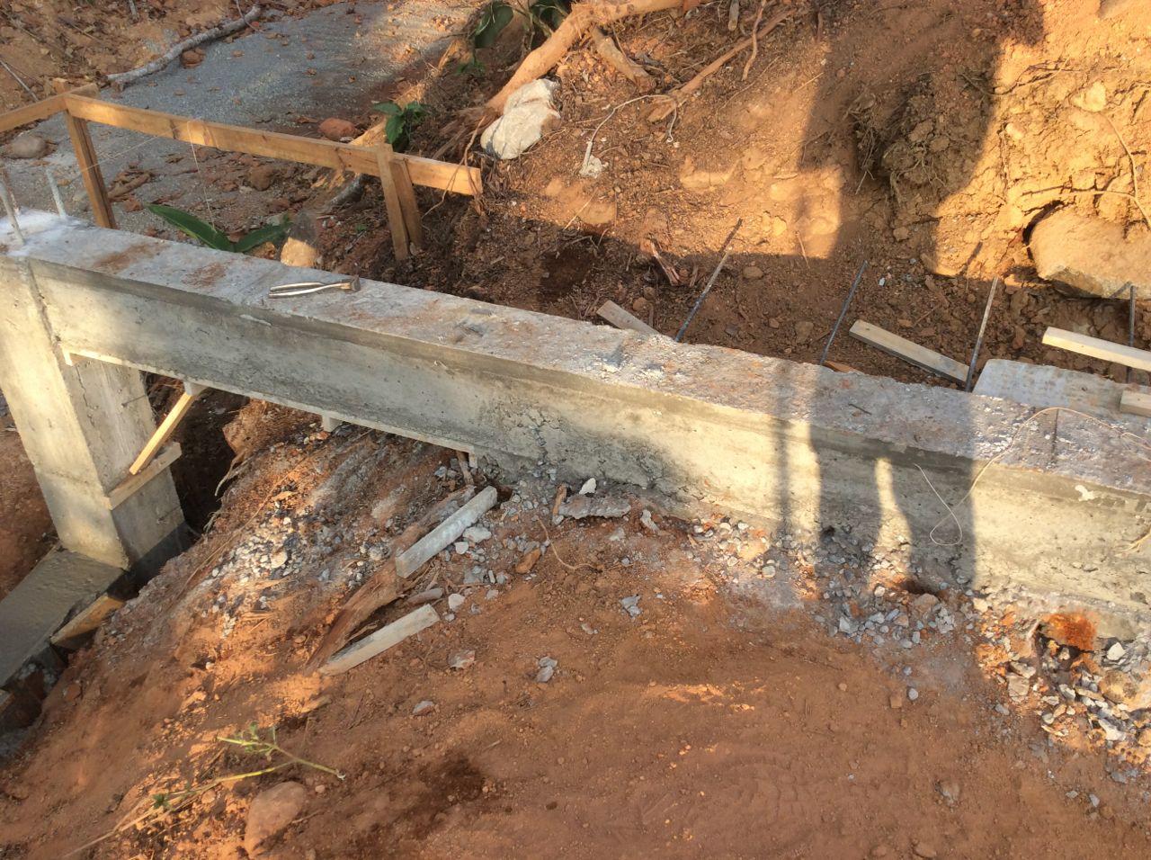 Tie beam front sidewalk